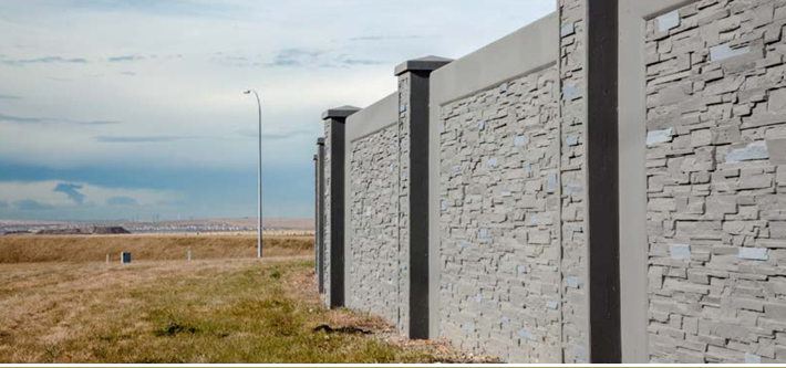 Developer fence with retaining wall 1.5m
